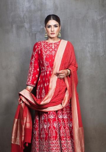 The shawl has the grace of a Benarasi saree and suits the top well - Fashion Models