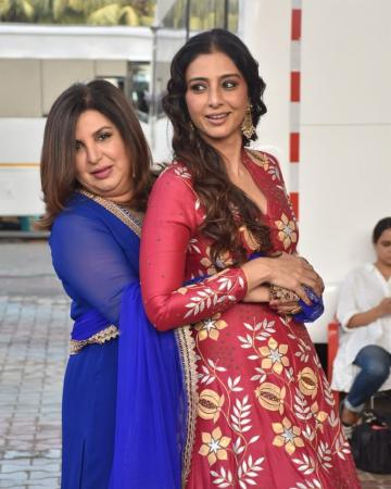 Tabu and Farah Khan met recently for a TV show and we're charmed by Tabu's ethnic-gown outfit - Fashion Models