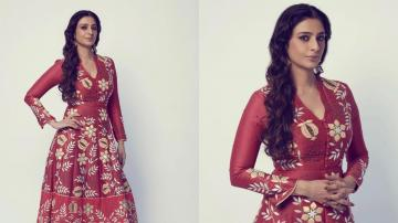Tabu looking opulent in this Mughal looking outfit