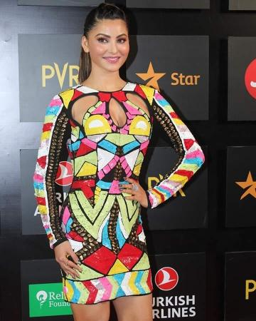 The dress is reminiscent of the nineties fashion and the neckline is interesting - Fashion Models