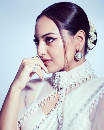 Makeup artist Heema Dattani earns brownie points for that perfect cattail - Fashion Models