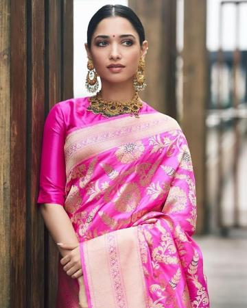 The jewellery is from Malabar Golds and Diamonds, of coursde. The chandbali earrings and statement choker with stonework are beautiful pieces - Fashion Models