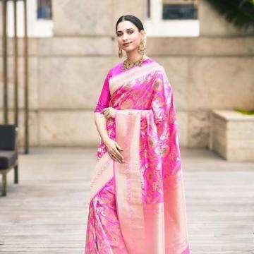 Makeup artist Nikki Rajani also stuck to the pink palette and used blush liberally - Fashion Models
