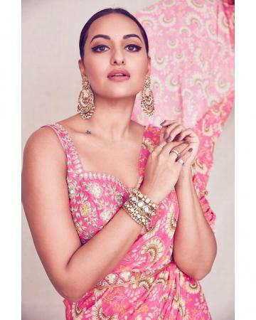 Sonakshi Sinha  attended the diwali party organised by producer Ramesh Taurani in this very flattering pink saree from Arpita Mehta - Fashion Models
