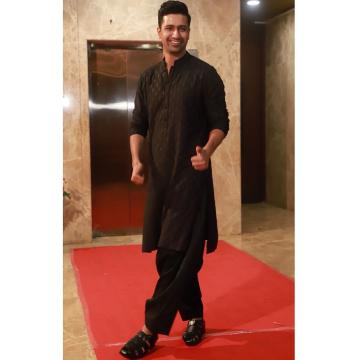 The floater shoes in polished black has been the ethnic kurtha's best friend since God-knows-which-generation - Fashion Models