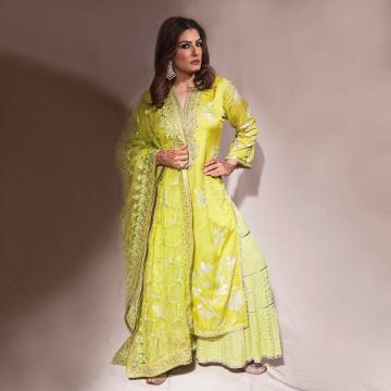 The kurta with a deep V neck is paired with a lighter flared palazzo with a heavy embroidery shawl thrown on top - Fashion Models