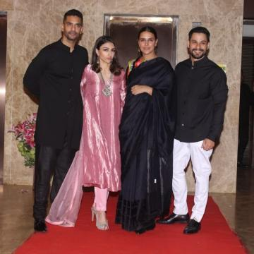 Soha Ali Khan attended producer Ramesh Taurani's Diwali party in this shiny ethnic outfit from Raw Mango - Fashion Models