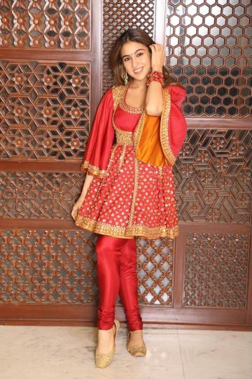 The Simmba girl paired it with matching gold juttis and red bangles - Fashion Models