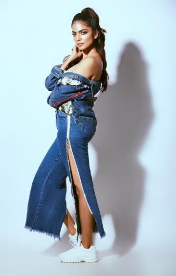 Nobody has ever said anything nice about pairing jeans with a similar shade of jeans, but here you go - Fashion Models