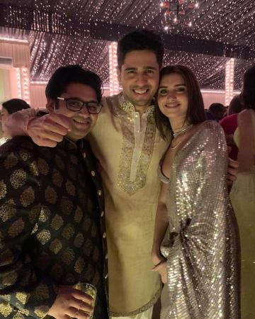 Siddharth Malhotra was spotted at the Bachchan's Diwali bash in this offwhite kurta from the Label Mard - Fashion Models