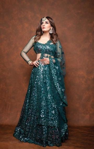 Raveena Tandon, whose Nach Baliye-9 is heating up, was spotted in this green richness from designer Tamanna Punjabi Kapoor - Fashion Models