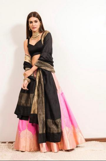 Kriti Sanon attended the trailer launch of Panipat movie in this black and pink lehenga from Raw Mango - Fashion Models
