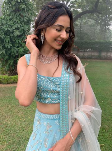 The Manmadhudu 2 actor paired it with a beautiful choker set from Gehna jewellers - Fashion Models