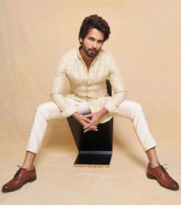 We love how Shahid looks like the bad-boy-turned-family-man, what with the well-groomed beard and the messy hairstyle - Fashion Models