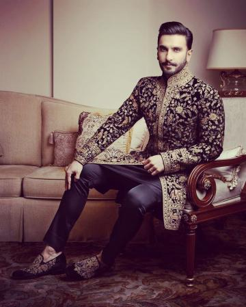 Ranveer was in an intricately designed black kurta from Rohit Bal - Fashion Models