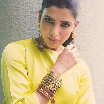 Samantha Akkineni was recently seen tempting birds in this rich green outfit from Raw Mango - Fashion Models