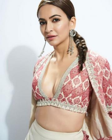 We love the no-nonsense single plait that Kriti is wearing - Fashion Models