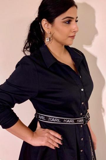 We love the unique metal earrings from Karl Lagerfeld that Vidya is sporting  - Fashion Models
