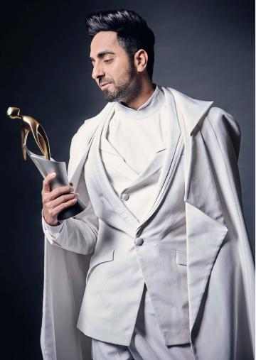 Ayushmann Khurrana appeared at the Filmfare glamour and style awards venue looking like an angel in a white cape - Fashion Models