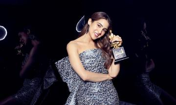 Sara Ali Khan arrived to be honoured at the Star Screen Awards in this elaborate dress with a metallic sheen - Fashion Models