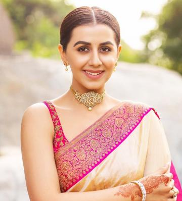 Nikki Galrani was recently seen in this rather traditional silk saree from designer Anju Shankar - Fashion Models