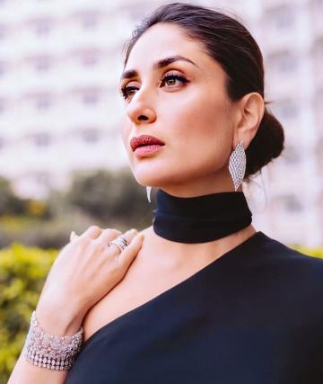 Makeup artist Pompy Hans chose to draw attention to the lady's eyes and gave Kareena a marble-face make-up scheme - Fashion Models