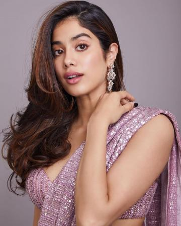 Jhanvi Kapoor attended a friend's wedding reception in this beautiful saree from Manish Malhotra - Fashion Models