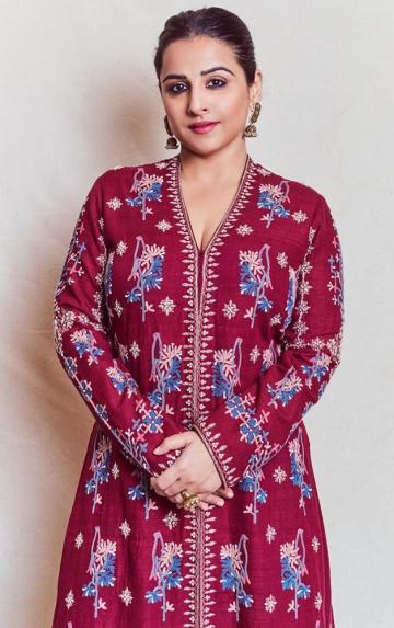 Makeup artist Shreyas Talpade kept to a scheme that suits daylight and hairstylist Shalaka Bhosle gave Vidhya a plain, drawn back bun - Fashion Models