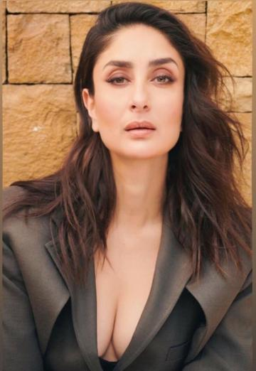 Makeup artist Savleen Manchanda kept to the earth-dew palette and hairstylist Yianni Tsapatori gave Kareena a wavy textured open hairstyle - Fashion Models