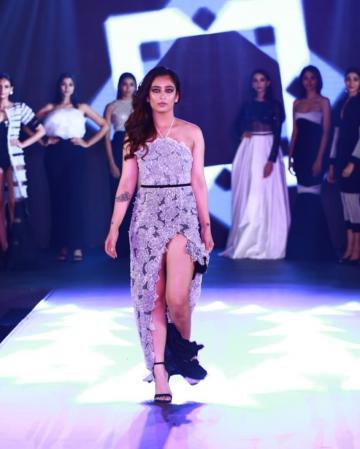 Akshara chose a simple curly hairstyle with the hair piled to a side - Fashion Models