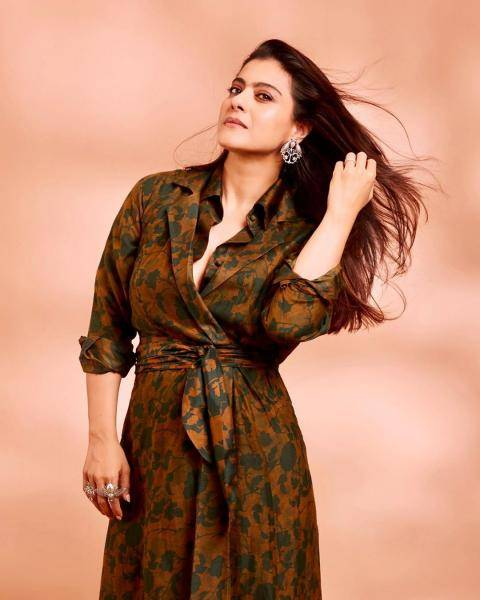 The foliage-inspried print looks cool; with the shirt front and the waist-tie, it is one comfy dress - Fashion Models