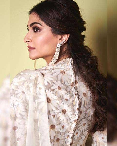 Hair and makeup artist Namrata Soni Hair did a fine job with that cute hairstyle and well-accentuated eyes - Fashion Models
