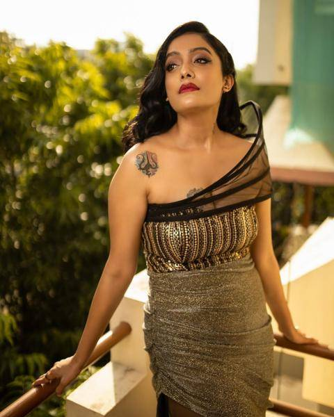 Abhirami chose a makeup scheme with vintage waves with minimal base and bold lipstick - it almost salvages the outfit - Fashion Models