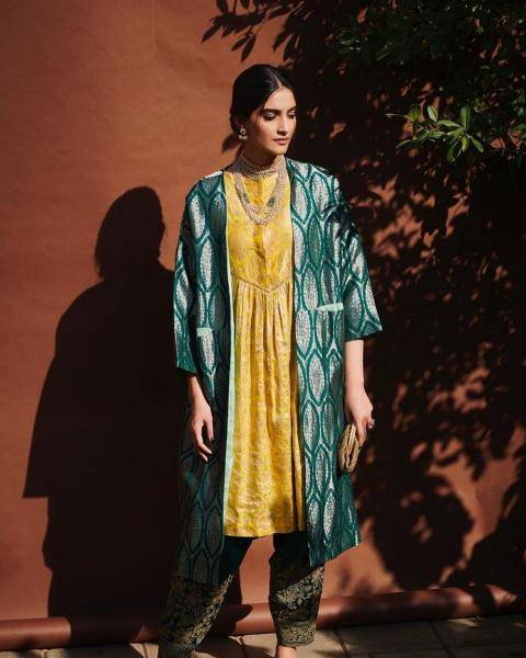 Sonam Kapoor Ahuja recently had a photoshoot in this Raw Mango outfit and we love the effect! - Fashion Models