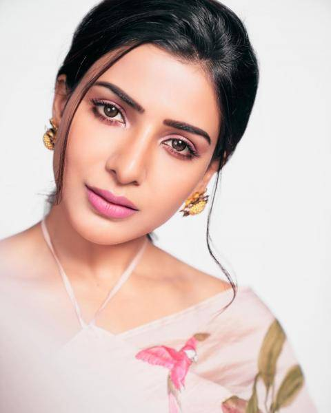 Samantha's makeup is pink based and with nude eyes highlighted well - Fashion Models