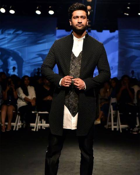 The monochromatic broken-heart kurta shirt pairs well with the black knot and thread jacket - Fashion Models