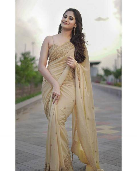 Losliya Mariyanesan recently had a photoshoot in this lovely light saree by designer Archana Karthick - Fashion Models
