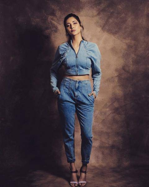 The jean zipper crop top has beautiful sticth lines and the jeans looks like the personification of 'comfort' - Fashion Models
