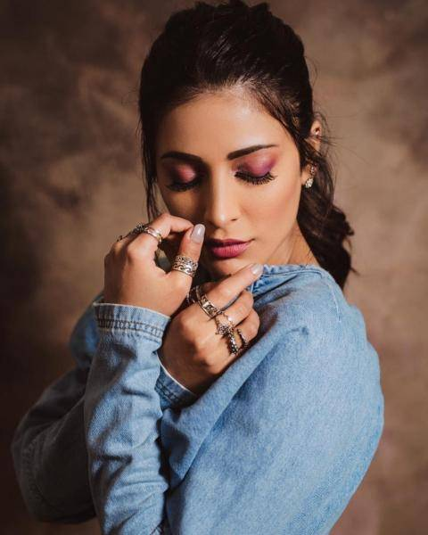Shout out to makeup artist Prakruthi Ananth who hgave our girl a healthy dose of pink on the lips and eyelids - Fashion Models