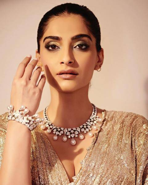 The choker and bracelet from Bulgari's new Jannah collection are simply splendid! - Fashion Models