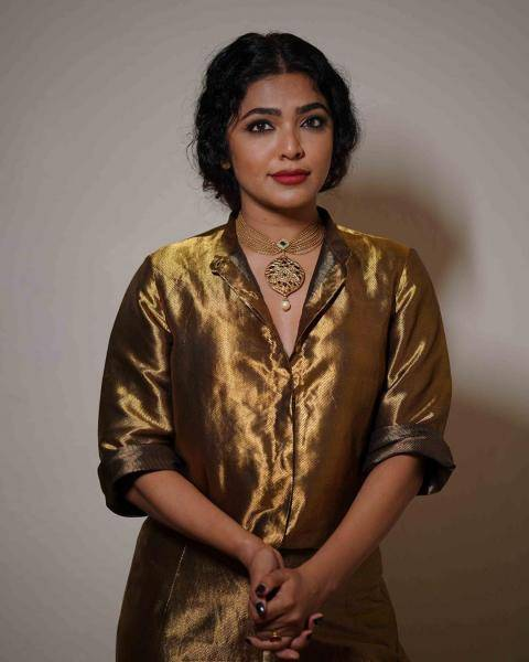 The lady is wearing a necklace that she had bought from Sangeetha Jewellery; we love what that personal tocuh does for the look - Fashion Models