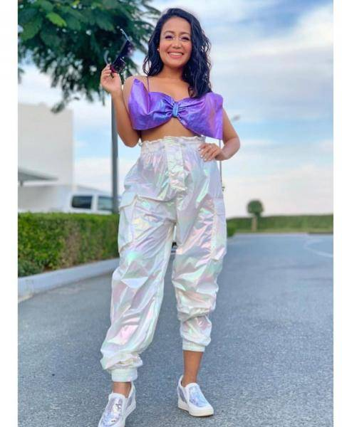 The noodle strap top shaped like a bow looks cute, and the chunky athleisure shoes along with the shiny oversized pants makes it even more sweet - Fashion Models