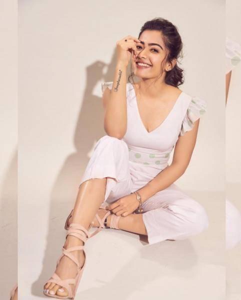 We wonder where stylist Geethika Chadha found thouse nice nude heels - Fashion Models