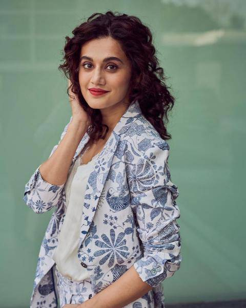 We're loving the classic mop of thick curls that Taapsee is sporting again - Fashion Models