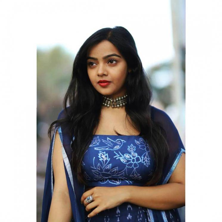 We also liked the traditional south Indian silver choker which is from Visions jewellery - Fashion Models