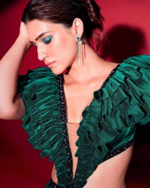 Kriti Sanon's emerald outfit from Shantanu and Nikhil is a ramp staple and looks good for an events night - Fashion Models