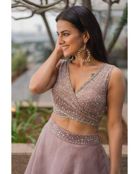 The earrings from Sheetal Zaveri jewellery is already a favourite - we've seen this particular piece on some celebrities last year too - Fashion Models