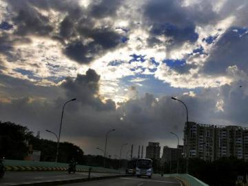 Chennai smog subsides, forecasts promise a wet week ahead - Daily news