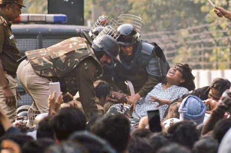 Delhi Cops attack students of Jamia Milia again  - Daily news