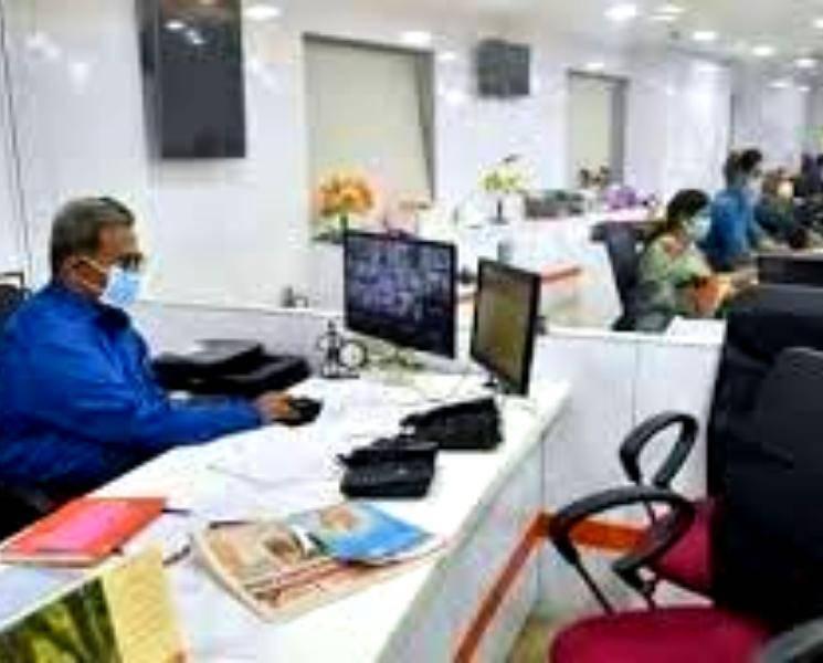 தனியார் நிறுவனங்கள் 100 சதவீத பணியாளர்களுடன் இயங்கத் தொடங்கியது!  - Daily news